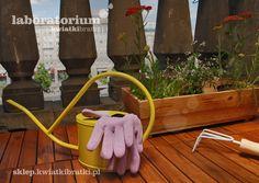 Naturalne drewniane modułowe panele podłogowe. Idealne balkon i taras. Chronią rośliny przed zimnem od podłoża, poprawiają estetykę przestrzeni, ocieplają fizycznie i optycznie.    https://sklep.kwiatkibratki.pl/shop-2/akcesoria/panel-podlogowy-modulowy/