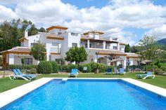 Vakantiehuis in Viñuela (Andalucië) Dit sfeervolle en goed verzorgde vakantieparkje beschikt over een klein aantal appartementen welke zijn verdeeld over twee gebouwen. In totaal zijn er drie verschillende types appartementen beschikbaa