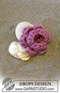DROPS Extra 0-115 - DROPS crochet flower in Eskimo - Free pattern by DROPS Design