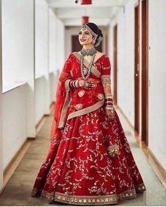 Latest Bridal Lehenga, Designer Bridal Lehenga, Indian Bridal Lehenga, Red Lehenga, Indian Bridal Outfits, Indian Fashion Dresses, Lehenga Choli, Bandhani Saree, Lehenga Skirt