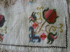 This Pin was discovered by Sev Turkish Art, Turkish Style, Cross Stitch Samplers, Stitch 2, Turkish Fashion, Bookbinding, Bargello, Embroidery Stitches, Needlework