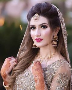 Makeup Artist in Delhi: Trendy and Easy Wedding Hairstyle Ideas and Pictures For Women Bridal Mehndi Dresses, Pakistani Bridal Makeup, Indian Wedding Gowns, Indian Bridal Outfits, Pakistani Wedding Dresses, Wedding Dresses For Girls, Princess Wedding Dresses, Boho Wedding Dress, India Wedding