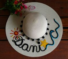 Sewing Projects, Craft Projects, Projects To Try, Painted Hats, Diy And Crafts, Arts And Crafts, Diy Flower Crown, Diy Hat, Summer Accessories