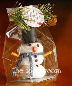 Powder sugar donut snowman treat...cute idea!  Would be a great favor for a winter party!