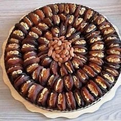 Date Recipes Desserts, Dry Fruit Tray, Ramadan Desserts, Fruit Packaging, Food Garnishes, Food Platters, Delicious Fruit, Arabic Food, Sun Dried