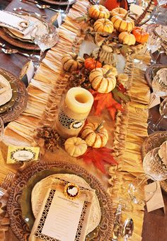 Free printables and table runner how-to.  Amanda's Parties TO GO: Thanksgiving Dinner Tablescape