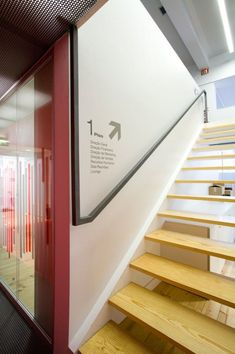 design and decoration de casas design ideas design Interior Stairs, Office Interior Design, Home Interior, Interior Architecture, Directional Signage, Wayfinding Signs, Floor Signage, Signage Display, Signage Design