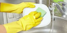 The kitchen is one of the most frequently used rooms in your home, and also one that needs cleaning the most often because of the messy activities which go on in there. So here are my tips for speed cleaning. Speed Cleaning, House Cleaning Tips, Cleaning Hacks, Home Management, Co Parenting, The Dish, Love And Marriage, Clean House, Tricks