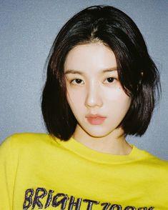 Yuri, My Girl, Cool Girl, Eyes On Me, Girl Artist, Ulzzang Korean Girl, Japanese Girl Group, Aesthetic Photo, The Wiz
