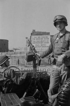US-Soldat in Berlin, 1964 hwh089/Timeline Images #60er #60s #1960er #1960s #Army #ColdWar #KalterKrieg #Maschinengewehr #Sektor #Kreuzberg #Jeep