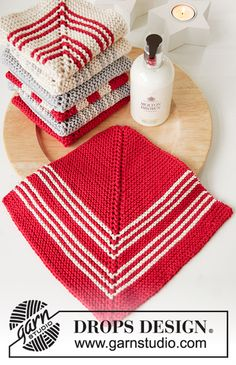 Holiday Face - Knitted cloths in DROPS Paris. The piece is worked in domino squares with stripes. - Free pattern by DROPS Design Knitted Dishcloth Patterns Free, Knitted Washcloths, Knit Dishcloth, Mittens Pattern, Knitting Patterns Free, Free Knitting, Free Crochet, Free Pattern, Drops Design