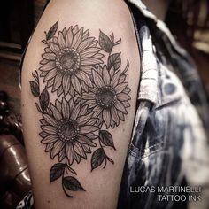 Girassol ! Tatuagem feita pelo tatuador Lucas Martinelli no  Tattoo Ink Rua…