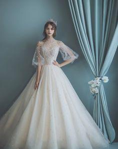클라라 CLARA la perfection - Wedding Dresses and Bridal Dresses Wedding Dresses For Kids, Wedding Dress Trends, Dream Wedding Dresses, Bridal Dresses, Wedding Gowns, Renaissance Wedding Dresses, Fantasy Dress, Wedding Dress Sleeves, Bridal Lehenga