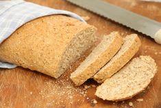 Dette hjemmebakte grovbrødet er veldig godtog passer godt å ha medtil niste for store og små. Denne oppskriften gir ett lite brød. Du kan doble oppskriften om du vil lage ett stort brød eller to små brød. Grovbrød:1 brød 25 g gjær 2 dl lunken melk 1 ss olje 1/2 ts salt 2 1/2 dl … Cornbread, Kitchens, Ethnic Recipes, Millet Bread, Kitchen, Cuisine, Corn Bread, Cucina