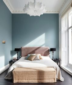 This enviable triplex in the Emperor's Gate area of London recently scored The Sunday Times British Homes Awards win of best 2014 Interior Design. The renovation was led by the boutiq...