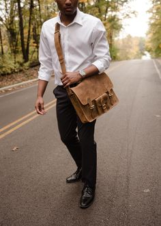 The best bag for Uni, the medium leather satchel bag. The practical compartments and classic style of this Uni bag will give you extra confidence around campus! University Bag, Back To University, University Style, Leather Laptop Bag, Leather Satchel, Uni Bag, Mens Back, Student Discounts, Best Bags