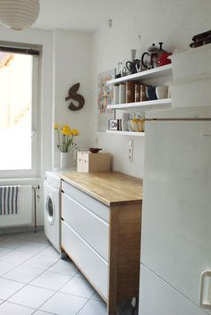 Big drawers to store appliances/pots/mixing bowls, simple shelves, wood counter.  Nice simplicity.
