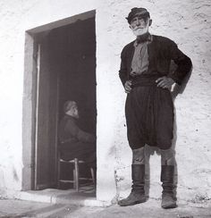Κρήτη, 1927-1939, Nelly's...  Αρχείο Μουσείο Μπενάκη Old Greek, Past, Greece, Nostalgia, Photography, Furniture, Greece Country, Past Tense, Photograph