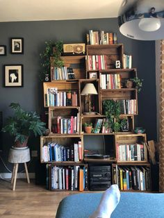 My cozy homemade bookcase : bookshelf ideas homemade Deco Time, Room Ideas Bedroom, Bedroom Wall, Aesthetic Room Decor, Dream Rooms, New Room, Home Decor Inspiration, Living Room Decor, House Design