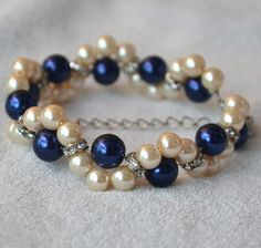 navy blue and champagne pearl braceletnavy от glasspearlstore