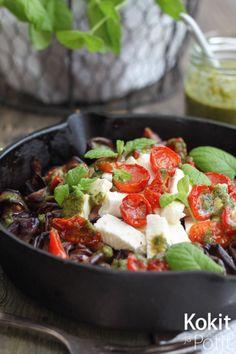 Kokit ja Potit -ruokablogi: Marinoitua munakoisoa, uunitomaatteja ja kotijuustoa - kylmänä tai kuumana