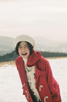 부디 우리가 도망쳐온 모든 것에 축복이 있기를. 도망칠 수밖에 없었던 우리의 부박함도 시간이 용서하기를... Pretty People, Beautiful People, Photos Originales, Poses References, Aesthetic People, Model Face, How To Pose, Beautiful Asian Girls, Ulzzang Girl