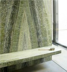 Green marble wall and bench, bookmarked Marble Stones, Stone Tiles, Interior Architecture, Interior And Exterior, Interior Design, Stone Feature Wall, Marble Wall, Green Marble, Bathroom Interior