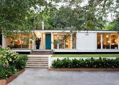 my DREAM house. Angie-Hranowsky-Lakeshore-mid-century-modern-home-exteriorLiterally my DREAM house. Angie-Hranowsky-Lakeshore-mid-century-modern-home-exterior Modern Exterior, Exterior Design, Exterior Paint, Ranch Exterior, Modern House Design, Modern Interior Design, Design Interiors, Style At Home, Modern Prefab Homes
