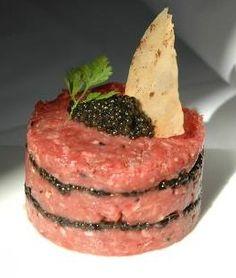 Tartare de boeuf au caviar.....French Sushi...