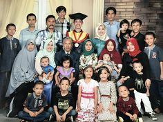 Keluarga yang baik dimulai dengan cinta, dibangun dengan kasih sayang, dan dipelihara dengan kesetiaan...