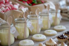 This beautiful party makes you feel as though you have stumbled upon the loveliest picnic in the countryside! Cristina, of Nice Party, in Spain styled this… Great Desserts, Party Desserts, Spearmint Baby, Dessert In A Jar, Dessert Tables, Happy Foods, Candy Party, Childrens Party, Birthday Parties