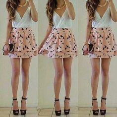 vestido corte en V con estampado en la falda