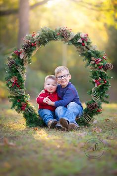 Christmas Photo Booth, Christmas Backdrops, Christmas Portraits, Christmas Photo Cards, Xmas Photos, Family Christmas Pictures, Holiday Pictures, Family Photos, Holiday Photography