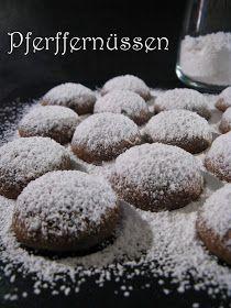 Les Pfeffernüssen sont des biscuits d'origine allemande , petits, ronds etfermes  généreusement saupoudrés de sucre glace . Leur nom se tr...