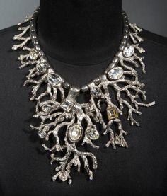 Yves SAINT LAURENT par Robert Goossens  Haute couture Magnifique collier en métal argenté figurant des branches de coraux sertis de strass.