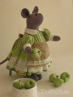 Felt Mouse, Felt Cat, Pet Mice, Fabric Gift Bags, Crochet Mouse, Gingham Fabric, Fabric Toys, Sewing Toys, Soft Dolls