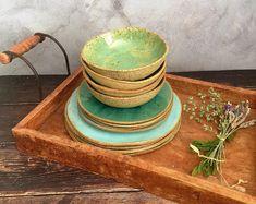 Rustic Decor Handmade Pottery in Mediterranean von VIBceramics Rustic Dinnerware, Handmade Pottery, Modern Rustic, Rustic Decor, Etsy, Home Decor, Blue Pottery, Ceramic Plates, Guy Gifts