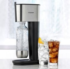 Soda Stream, this thing rocks! Club soda at will. I don't drink soda, so this is great for making soda available for guests. Soda Machines, Reusable Water Bottles, Carbonated Drinks, Gadgets And Gizmos, Kitchen Gadgets, Kitchen Stuff, House Gadgets, Kitchen Items, Kitchen Tools