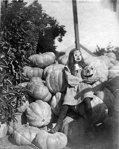 love these vintage halloween photos