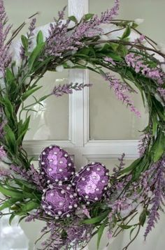 Lavender Easter Wreath and decorating Easter eggs. This links to all her Easter posts and shows how she makes the eggs for Easter table settings, displays and wreaths. Wreath Crafts, Diy Wreath, Door Wreaths, Easter Wreaths, Holiday Wreaths, Hoppy Easter, Easter Eggs, Easter Table, Easter Bunny