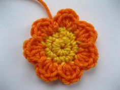 Free pattern for beautiful leaves & flowers at Attic24: Triple Layer Flower