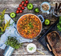 Orientalisk lammgryta med ris, rostade frön och vitlökscreme Chana Masala, Stew, Curry, Food And Drink, Ethnic Recipes, Curries, One Pot, Kalay