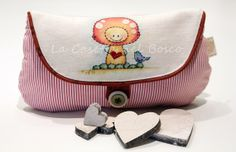 Muddy in love with blue bird  Handmade pouch di LaCasettaNelBosco, €41.99