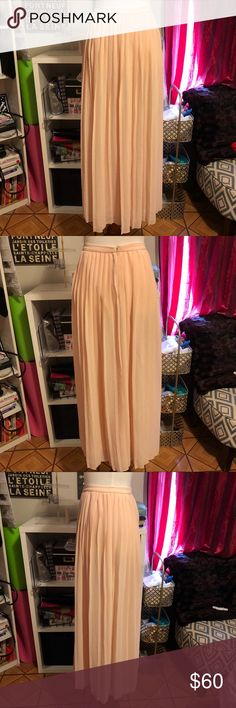URBAN OUTFITTERS PLEATED MAXI SKIRT Urban outfitters pleated maxi skirt. Pale pink color. Lined. Sparkle and fade is an UO brand. Size 0. In my opinion it runs a little big. 38 inches long. 26 inch waist. 100% polyester. Urban Outfitters Skirts Maxi