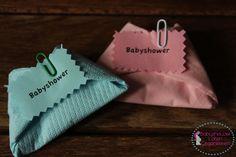 Een luierservet is toch net even leuker dan een gewone servet op je bord tijdens een babyshower, kraamfeest of babyborrel.