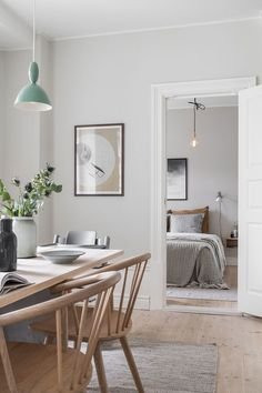 Subtle design with touches of summer in Gothenburg Photos Ideas Design Farmhouse Dining Room design Gothenburg Ideas photos Subtle Summer touches Luxury Dining Room, Dining Room Design, Dining Room Table, Scandi Dining Table, Light Wood Dining Table, Apartment Decoration, Scandi Home, Scandi Style, Scandi Living Room