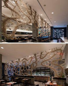 15 ideias criativas para Divisórias // Este divisor de tela corda artesanal também é uma característica artística neste restaurante.