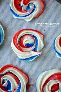Red White and Blue Meringues #redwhiteandblue | http://blueberryfoodrecipes.blogspot.com
