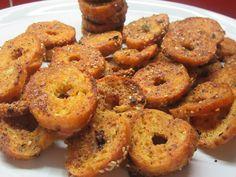 Σπιτικά μεσογειακά bake rolls A Food, Food And Drink, Baked Rolls, Bagel, Finger Foods, Pie, Baking, Greek Recipes, Breads