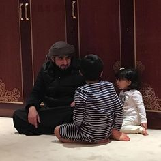 Ahmed bin Mohammed bin Rashid Al Maktoum con sus sobrinos: Hamad bin Mohammed y Fatima bint Mohammed bin Hamad Al Sharqi, 21/11/2015. Vía: latifa.mrm